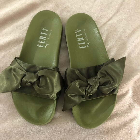 sneakers for cheap b3ae9 e9f2e FENTY PUMA by Rihanna Bow Slides